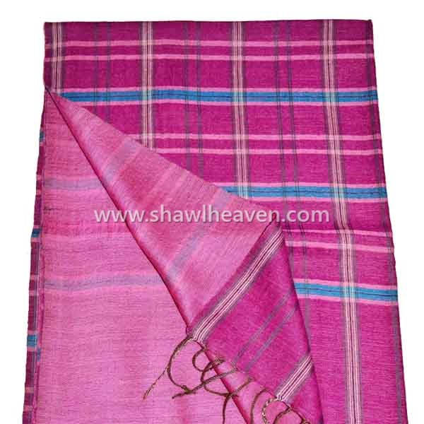 Revesible two sided pink wool scarf in plain/plaid pattern